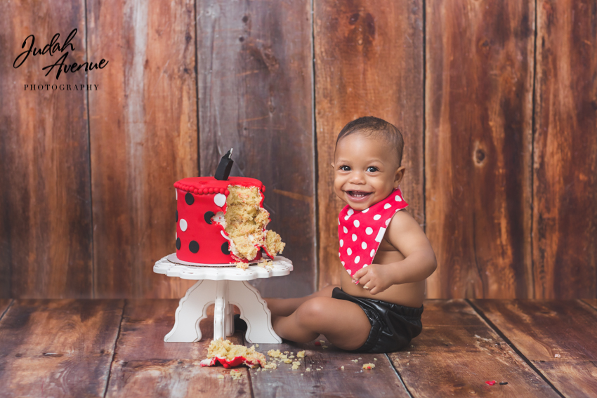 Cake smash photography in new york brooklyn queens dumbo long island and manhattan